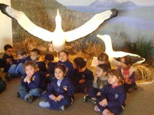 Crianças visitando a exposição