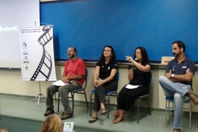 Professor do Universitas Eduardo, Maria Claudia Kohler, Maria Carolina Ramos e Guilherme Kodja, da esquerda para a direita respectivamente durante II Mostra Albatroz no Universitas