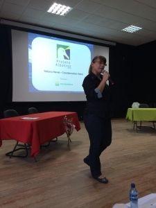 Tatiana Neves ministrando palestra sobre o trabalho do Projeto Albatroz no Instituto Federal do Espírito Santos (Ifes)