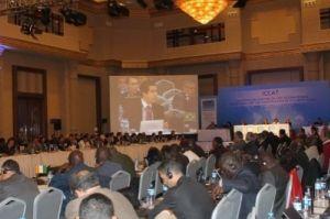 No telão, imagem do ministro Fábio Pitaluga, chefe da delegação brasileira presente ao encontro