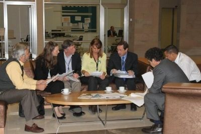 Membros das delegações que elaboraram a recomendação; ao centro, Tatiana Neves, coordenadora geral do Projeto Albatroz
