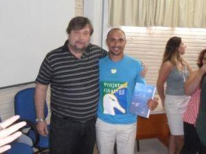 Dr. Danilo Calazans, graduado em Oceanologia e professor de Técnicas e Práticas em Oceanografia na Universidade Federal do Rio Grande (FURG-RS) e Dimas Gianuca, observador de bordo do Projeto Albatroz