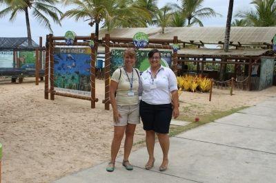 Tatiana Neves, coordenadora geral do Projeto Albatroz e Gabriele Lopes, gerente operacional da base